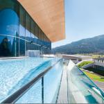 gläserner Pool @ Hotel Tauern Spa Kapurn